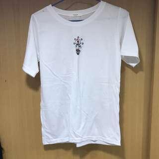 上衣|珊迪刺繡白色T恤