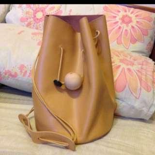 牛皮駝色水桶包