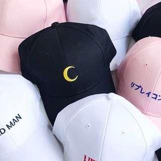 Moon cap in black