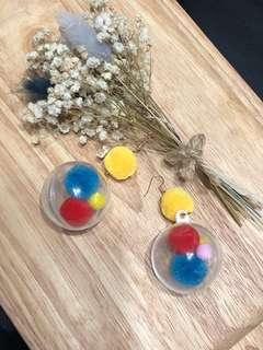 彩色球球垂墜式耳環