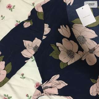 BN floral cropped tie waist top