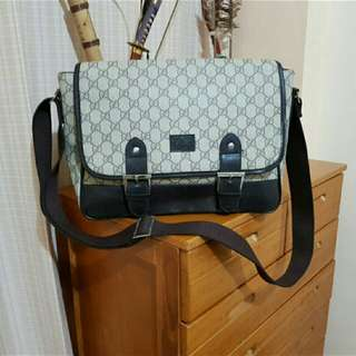 AUTHENTIC MESSENGER GUCCI BAG