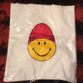 ami SMILEY tote bag
