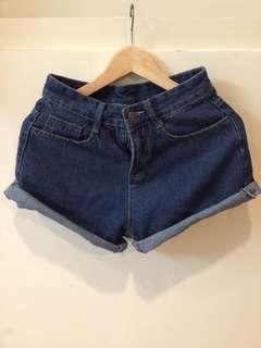 深藍捲邊短褲