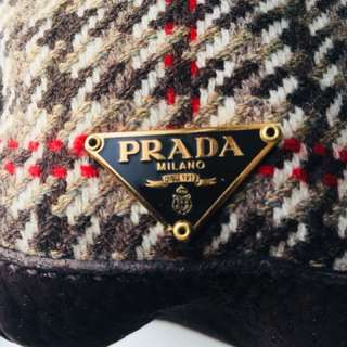 Authentic Prada-mint condition, comes with certificate of authenticity. Resale price $1400.00 USD