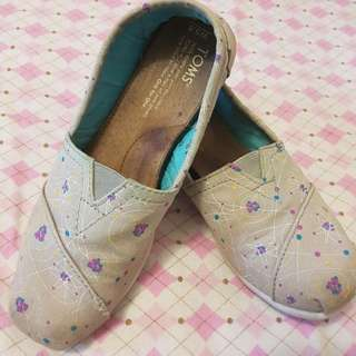 Toms Shoes Size 5.5