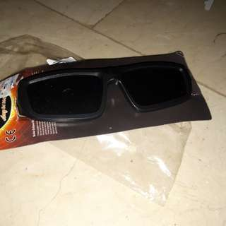 Solar glasses safe to look towards d sun