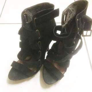 Gladiator black heels by Zara