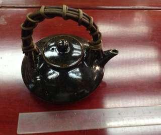 三足茶壺一個