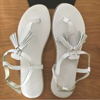 Country Road Lucy Tassel sandals white leather Made in Italy Size 37 RRP $79