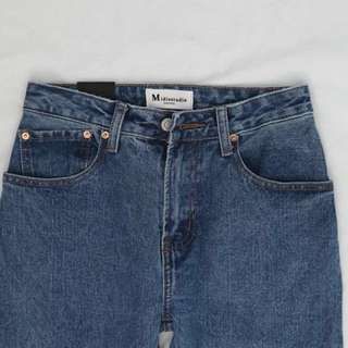 BNWT HIGHWAISTED JEANS IN MID WASH