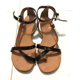 ASH Toe Ring Black Patent Sandals