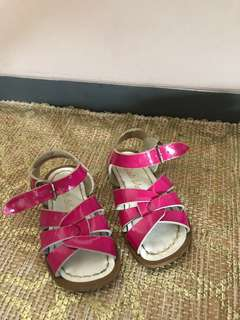Patent fuchsia pink saltwater sandals US 6