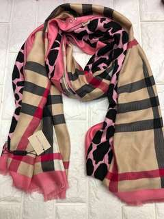Scarf Burberry High End Quality almost same in the orig