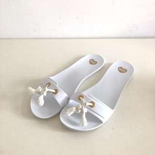 Melissa 香香鞋 巴西尺寸36(Mel 浪漫穗飾平底拖鞋-白色)