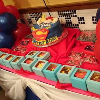 Super Baby cake with Justice League cupcakes