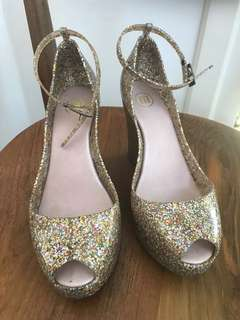 Glittering jelly wedges