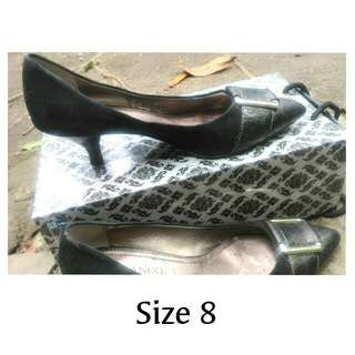 Suede Pointed Shoes