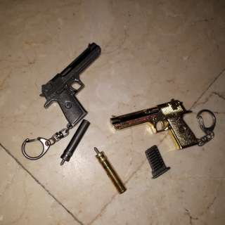 2 pcs realistic gun keychains thick metal