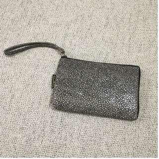 🚚 全新!米色不規則圓點皮質手機收納包(手拿包/雜物包)