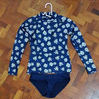 BN 2pc Blue Floral rashguard