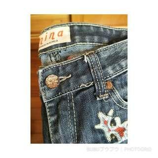 Size 26 抓皺圖騰牛仔褲
