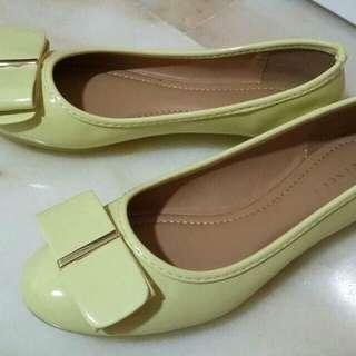 Glossy Yellow flats