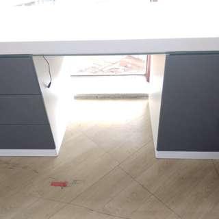 Desk Table With LED Bisa Dicicil Tanpa Kartu Kredit