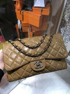 Chanel 金色烏黑扣Jumbo