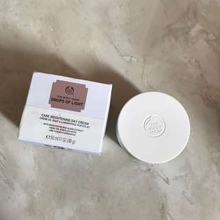 Body shop drop of light day cream