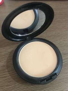 Mac fix powder + foundation nc20
