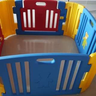 Harnim Baby Play Yard 4 panel with door gate