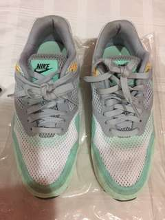 Preloved Nike Airmax Size 7 women's