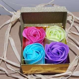 (*n_n*)(●͜ ●*) 精美结婚小礼品4朵香皂玫瑰 (Wedding door gift 4 of Soap flower) - Minimum order 9 boxes