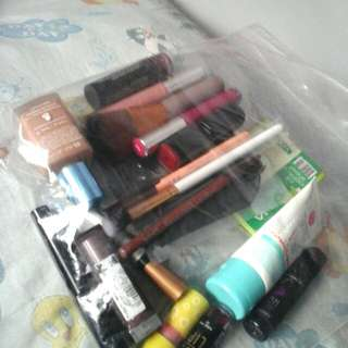 DECLUTTERING MY MAKE UP