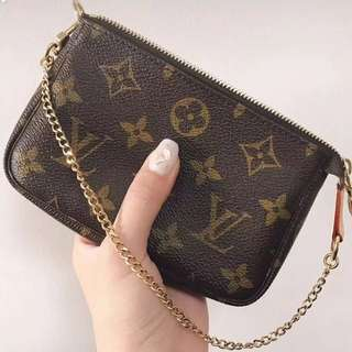 Monogram mini Pochette LV