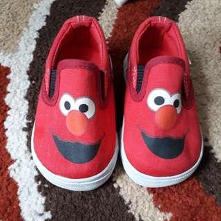 Sepatu baby elmo