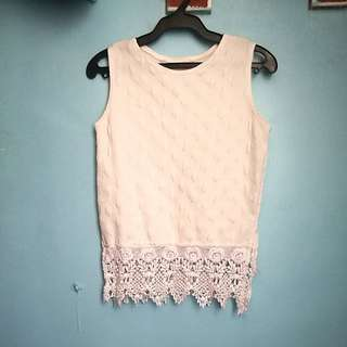 Sleeveless top with bottom lace design