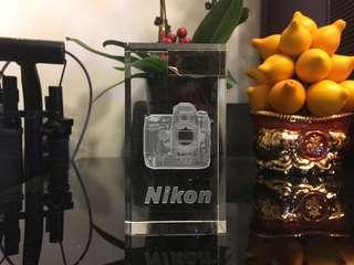 Nikon D3 相機水晶座 紙鎮