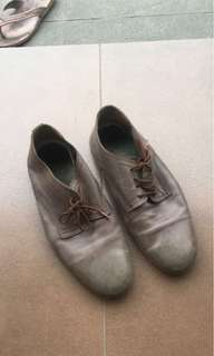 Sepatu kulit (sintesis) size 42 merk SX (distro) dus sudah tidak ada ya, belel krn belom dicuci aja ..
