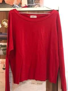紅色一字領上衣