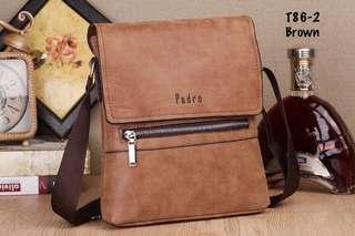 Pedro Derozan #T86-2#4   Kualitas: Semi Premium Bahan: Faux Leather Size: 22x5x27 cm Berat: 400 gram Variant: Black, Khaki, Dark Brown  H 160rb
