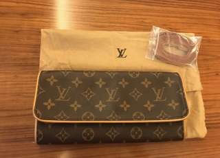 Authentic preloved Louis Vuitton Pochette Wallet on chain