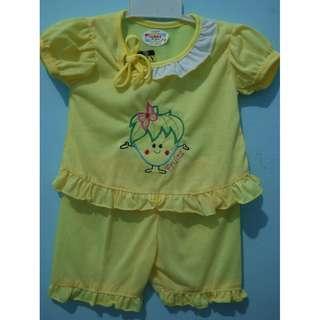 setelan bayi kuning
