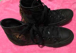 Converse high Cut Rubber Shoes ( size 6)