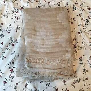 Aritzia Beige and White Blanket Scarf