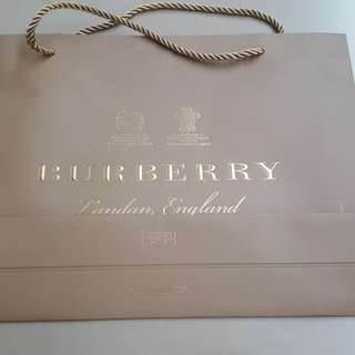 Burberry 袋一個,$18。