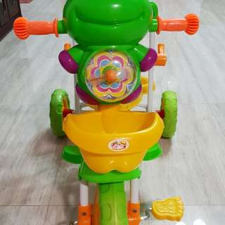 Kids tricycle with light, music and handle