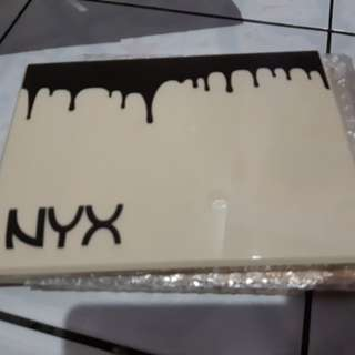 NYX EYE SHADOW PALLET
