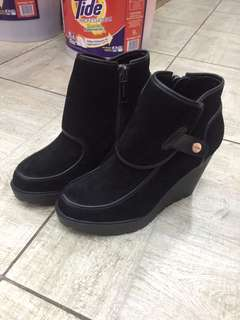 Authentic Calvin Klein Malory Wedge boots